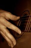 Tocar la guitarra Fotografía de archivo libre de regalías