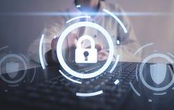 Tocco della mano in serratura Sicurezza di Internet immagini stock