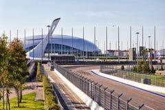 Tocha olímpica, o palácio do gelo e trilha F1 Foto de Stock Royalty Free