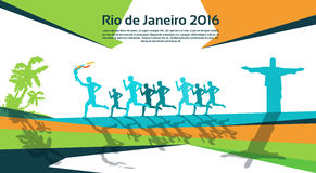 Tocha running Rio Sport Competition Concept de Group With Fire do atleta Fotografia de Stock