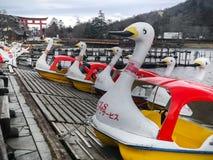 Tochigi, Giappone 15 aprile 2018: Affitto della barca del cigno intorno a Chuzenji Immagini Stock Libere da Diritti