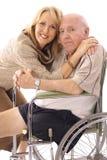 Tochter, die ihren Vater umarmt Lizenzfreies Stockfoto