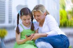 Tochter mit ihrer Mutter Stockfoto