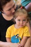 Tochter mit Mamma lizenzfreie stockfotografie