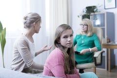 Tochter, Mutter und Psychotherapeut Lizenzfreie Stockfotos