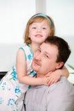 Tochter und Vati lizenzfreie stockfotos