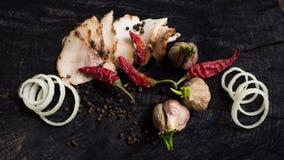 Tocino, ajo, cebollas y pimienta Foto de archivo libre de regalías