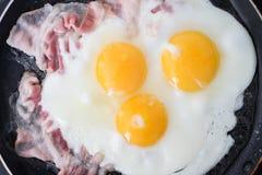 Tocino de la pizca de los huevos fritos Imagen de archivo libre de regalías