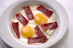 Tocino del aand del huevo frito imagen de archivo libre de regalías