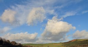 Toczni wzgórza i ziemia uprawna Zdjęcia Stock