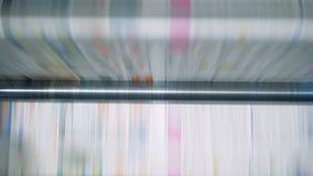 Toczny konwejer w pracie przy druku biurem, drukujący papier zbiory wideo