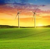 Toczny pole z silnikami wiatrowymi Zdjęcie Royalty Free
