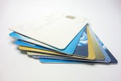 Toda clase de tarjetas de banco apiladas juntas imagen de archivo libre de regalías