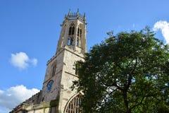 Toda la iglesia de los santos en York con el cielo azul Fotografía de archivo