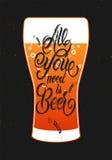 Toda lo que usted necesita es cerveza Diseño caligráfico de la cerveza del grunge del vintage Ilustración del vector Foto de archivo