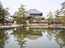 Todaiji över vattnet Royaltyfri Foto