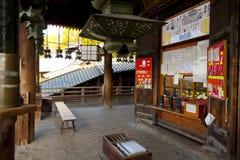 Todaiji Nigatsudo relikskrin i Nara, Japan Royaltyfri Bild