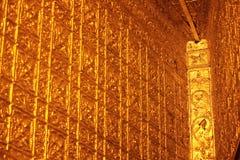 Todas as paredes são decoradas com ouro imagem de stock royalty free