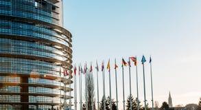 Todas las banderas de unión europea en Estrasburgo Imagen de archivo libre de regalías