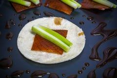 Todavía comida china de la fusión de la vida--tortilla con el pato de Pekín Fotografía de archivo