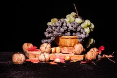 Todavía composición de la vida con las frutas y verduras Imagenes de archivo