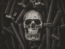 Todavía cráneo del arte de la vida en fondo del hardware Fotografía de archivo