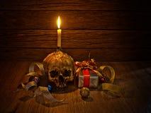 Todavía cráneo y regalo de la vida Imagenes de archivo