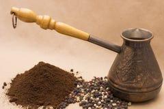 Todavía de Fugural imagen de la foto de la vida del jezve, del café del aroma y de la pimienta Imagenes de archivo