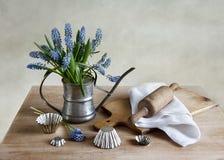 Todavía de la cocina vida con los jacintos de uva Fotografía de archivo libre de regalías