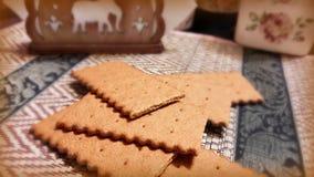 Todavía de la cocina vida con una galleta en la tabla Imagenes de archivo
