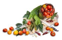 Todavía de la cocina vida de los objetos que cocinan los tomates conservados en vinagre Foto de archivo libre de regalías