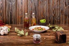 Todavía de la comida vida sucia en fondo de madera Imagenes de archivo