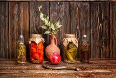 Todavía de la comida vida sucia en fondo de madera Imágenes de archivo libres de regalías