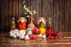 Todavía de la comida vida sucia en fondo de madera Imagen de archivo libre de regalías