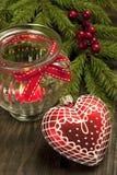 Todavía de la Navidad la vida con la vela y el corazón forman la decoración Imagen de archivo