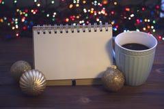 Todavía de la Navidad vida con café, el juguete y un cuaderno Fotos de archivo libres de regalías