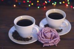 Todavía de la Navidad vida con dos tazas de café con los platillos Fotos de archivo
