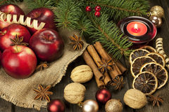 Todavía de la Navidad vida con la fruta y las especias Foto de archivo libre de regalías