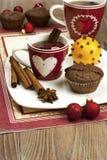 Todavía de la Navidad vida con la taza y los molletes de té Fotografía de archivo libre de regalías