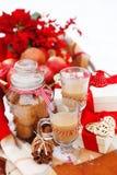 Todavía de la Navidad vida con las decoraciones de una Navidad y chocol caliente Imágenes de archivo libres de regalías