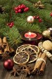 Todavía de la Navidad vida con las especias y la vela Foto de archivo