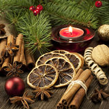 Todavía de la Navidad vida con las especias y la vela Foto de archivo libre de regalías