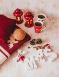 Todavía de la Navidad vida con las letras, el té y el presente de Navidad Fotos de archivo libres de regalías