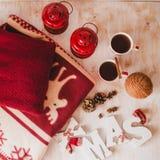 Todavía de la Navidad vida con las letras, el té y el presente de Navidad Imagen de archivo libre de regalías