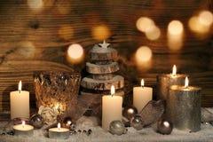 Todavía de la Navidad vida con las velas y el bokeh Fotos de archivo