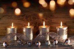 Todavía de la Navidad vida con las velas y el bokeh Fotografía de archivo