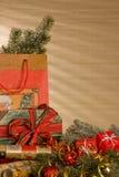 Todavía de la Navidad vida con los regalos Fotos de archivo libres de regalías