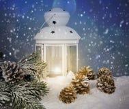 Todavía de la Navidad vida con una linterna Imagenes de archivo