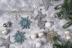 Todavía de la Navidad vida Juguetes de plata y ornamentos decorativos de la Navidad Fotografía de archivo