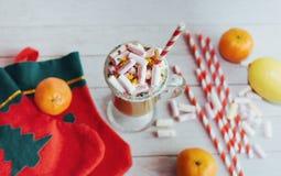 Todavía de la Navidad vida - taza del chocolate caliente con las melcochas, c Fotografía de archivo libre de regalías
